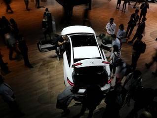 自主乘用车市占率失守40%红线 豪华车插混等细分市场仍火爆