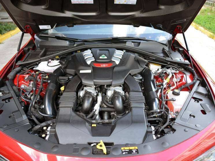 阿尔法·罗密欧 Giulia 2019款 2.9T 510HP 四叶草版