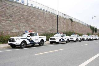 精锐入列 18台长城炮交付成都公安系统